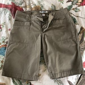 OLD NAVY WOMAN SHORTS SIZE 4